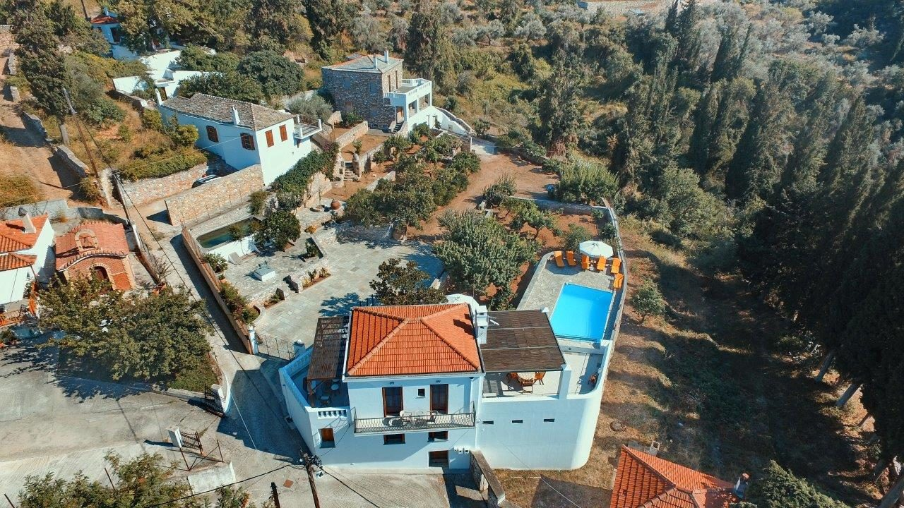 Year 2010 Complex of two independent residences with swiming pools